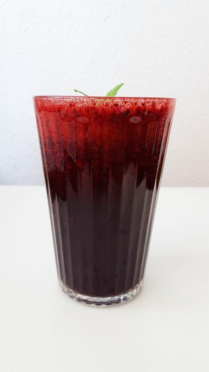 Koktajl jagodowy z tonikiem