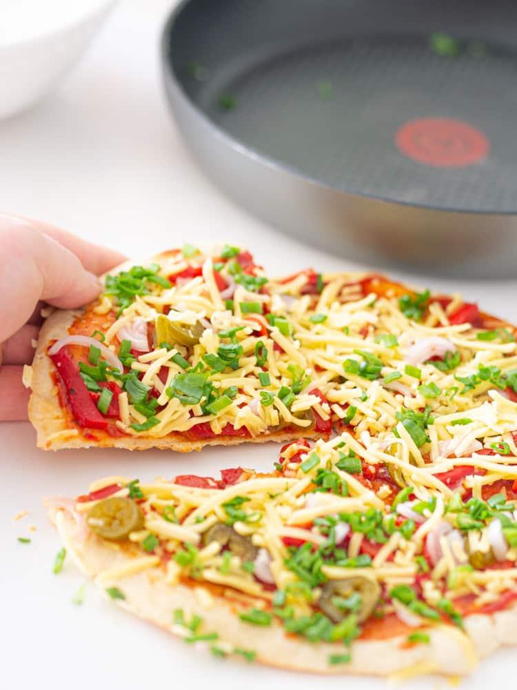 Pizza z patelni bez drożdży i piekarnika