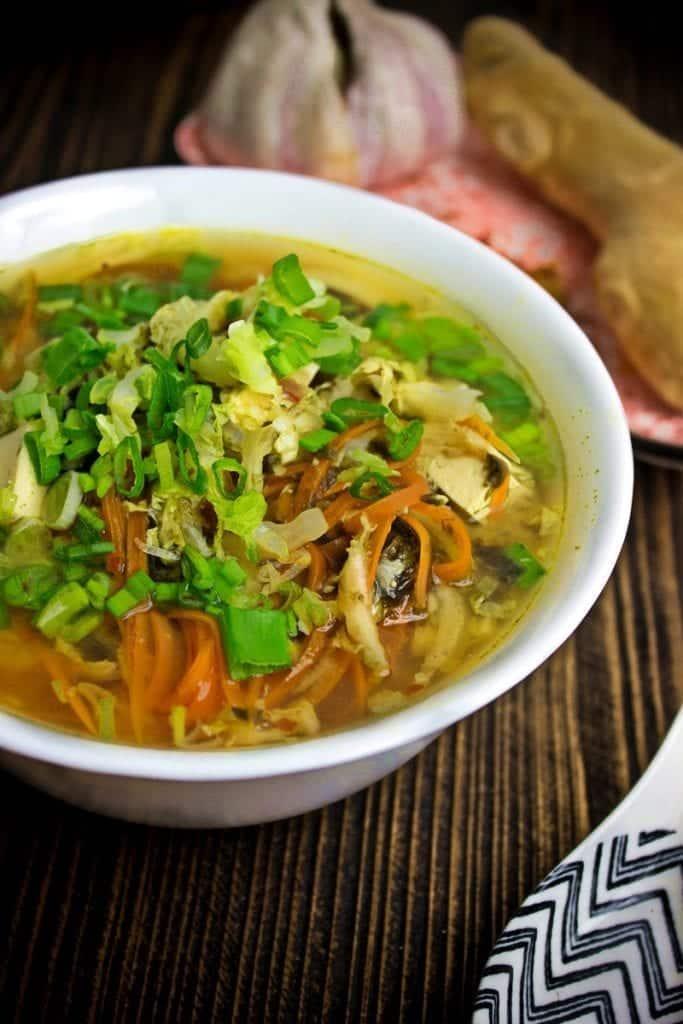 Zupa miso z tofu i kapustą pekińską
