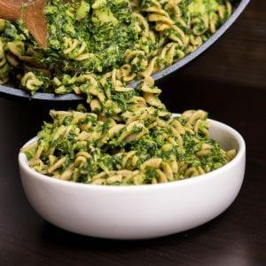 Makaron ze szpinakiem i brokułami