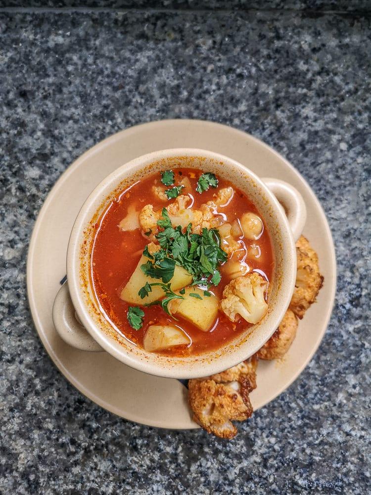 Indyjska zupa kalafiorowa