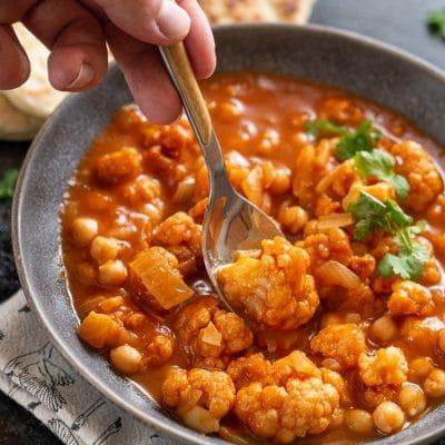 Przepis na curry z kalafiorem i ciecierzycą