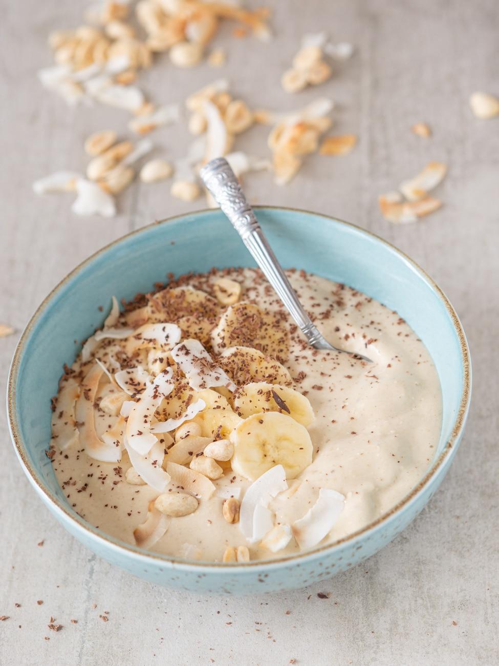 Przepis na Smoothie bowl z masłem orzechowym