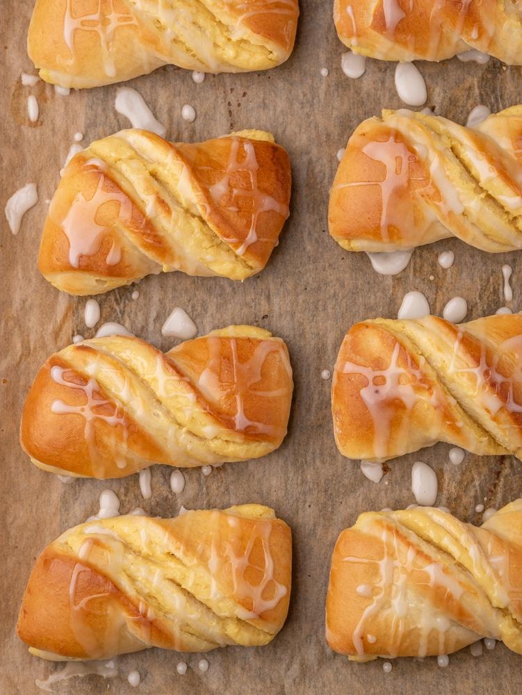 Wegańskie drożdżówki z serem