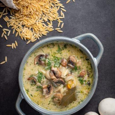 Zupa pieczarkowa z makaronem | Przepis na wegańską zupę pieczarkową